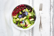 Mixed salad with avocado, red currants and borage blossoms - LVF07208