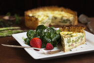 Slice of quiche with spinach and strawberry salad - ISF16299