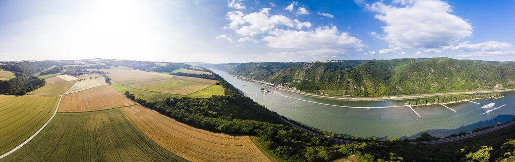 Germany, Rhineland-Palatinate, Bingen region, Henschhausen am Rhein, Panoramic view of grain fields, Kaub and Pfalzgrafenstein Castle - AMF05815
