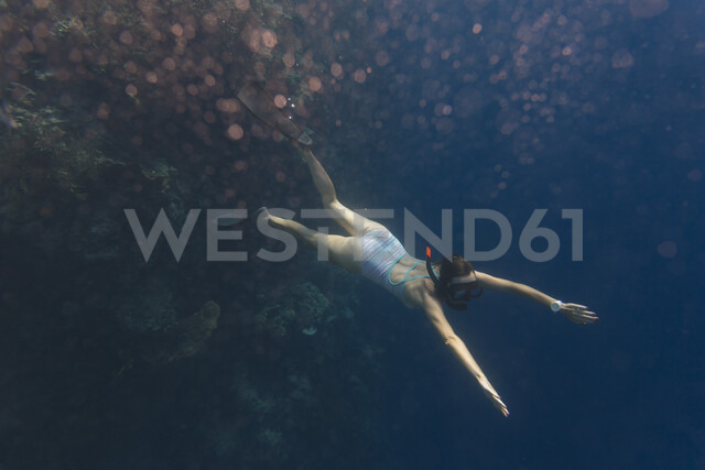 Indonesia, Bali, young woman snorkeling - KNTF01129