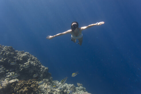 Indonesia, Bali, Young woman snorkeling - KNTF01132