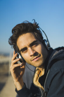 Man with headphones, portrait - AFVF00689