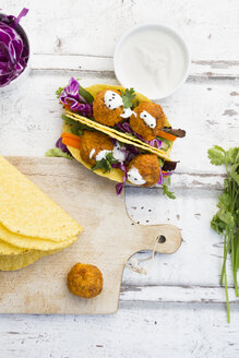 Tacos with mixed salad, sweet patato Falafel, carrot, red cabbage, yoghurt sauce, parsley and black sesame - LVF07229