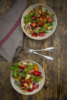 Panzanella made of roasted Ciabatta, rocket, red onions, tomatoes and basil - LVF07267