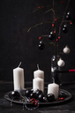 Advent decoration with white candles and black baubles - SBDF03648