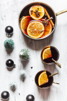 Pot and two cups of mulled wine - SBDF03651