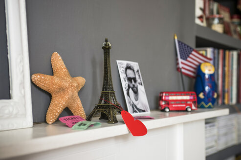 Living room mantelpiece with travel souvenirs - CUF41595