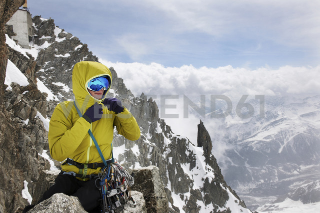 Mid adult woman in mountains, Chamonix, France - CUF42406 - Adie Bush/Westend61
