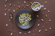 Plate and cup of pills and capsules - AFVF00821