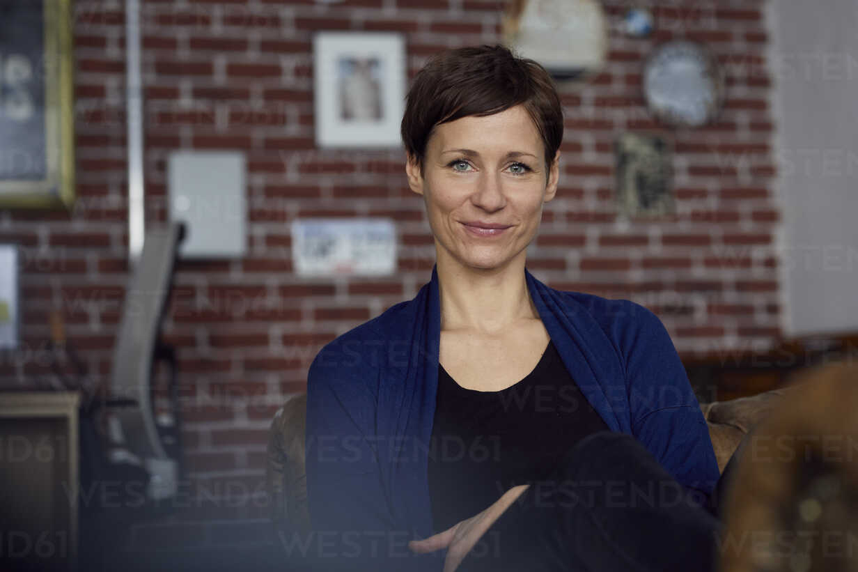 Portrait of a woman at home, looking confident - RBF06445 - Rainer Berg/Westend61