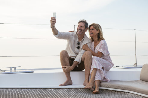 Happy couple on a sailing trip taking selfies - EBSF02632
