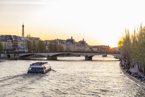 France, Paris, Pont du Carrousel with tourist boat at sunset - WDF04714
