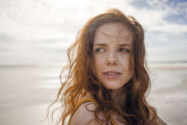 Netherlands, Zeeland, portrait of redheaded woman with freckles on the beach - KNSF04191