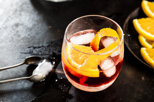 Negroni with orange peel and ice cubes - SBDF03683