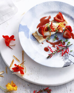 Fresh strawberry tart with cream and icing sugar - CUF43607