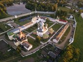 Russia, Leningrad Oblast, Tikhvin, Uspenski Cathedral in the evening light - KNTF01147