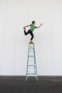 Acrobat balancing on ladder - AFVF00907