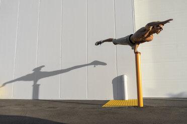 Acrobat training on a pole - AFVF00970
