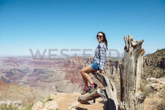 USA, Arizona, Grand Canyon National Park, smiling woman at Grand Canyon - GEMF02208