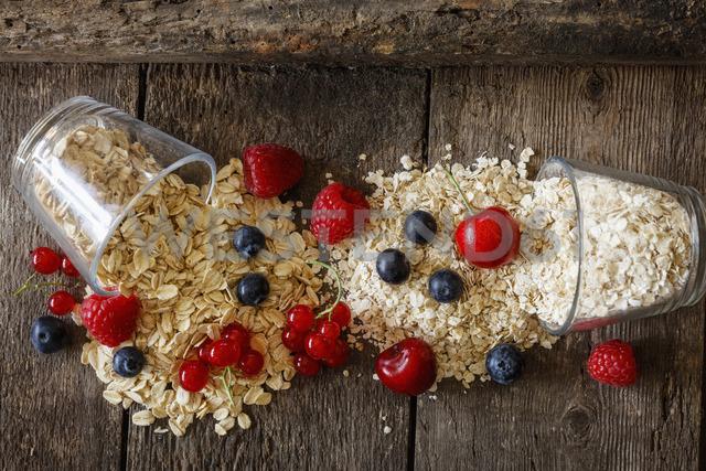 Various oat flakes and berries - EVGF03369