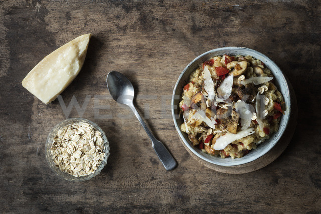 Bowl of porridge with bell pepper, champignon and parmesan - EVGF03372