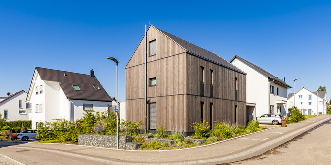 Germany, Baden-Wuerttemberg, Stuttgart, Ostfildern, modern efficiency house, wooden facade, thermal insulation - WDF04761