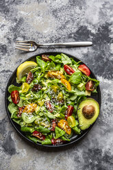 Salad with lamb's lettuce, tomatoes, avocado, parmesan and curcuma lemon dressing - SARF03860