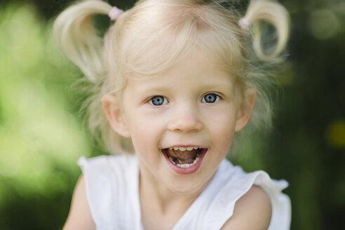 Portrait of blond little girl - NMSF00215