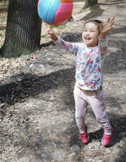 Little girl playng with a ball in a park - AZF00022