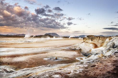 Island, Myvatn, Hverir, solfatara field, mudpots - DMOF00049