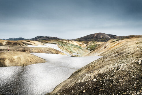 Iceland, South West, Landmannalaugar, mountains and snow - DMOF00058