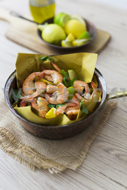 Shrimps in pan - GIOF03984