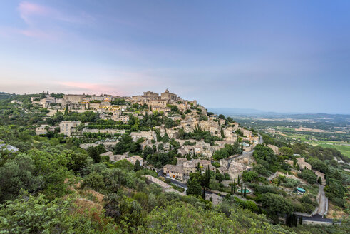 France, Provence-Alpes-Cote d'Azur, view to Gordes - RPSF00198