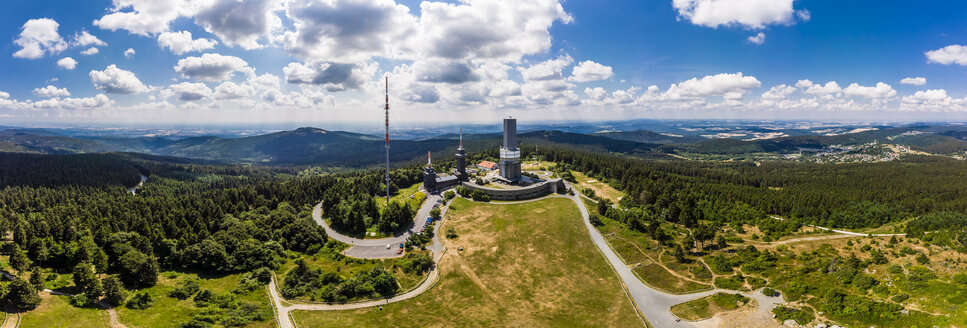Germany, Hesse, Schmitten, Aerial view of Grosser Feldberg, aerial mast of hr and viewing tower, Oberreifenberg in the background - AMF05900