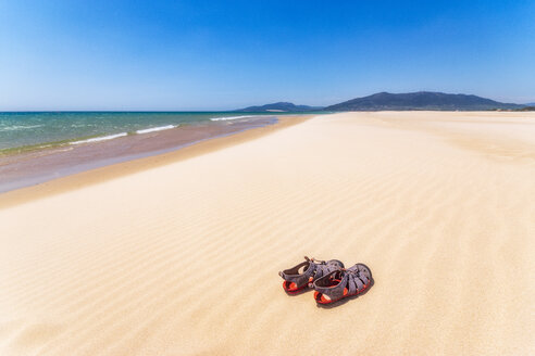 Spain, Andalucia, Tarifa, beach and sandals - SMAF01080