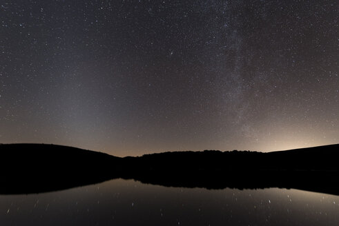 Spain, Extremadura, Parque Nacional de Monfrague, Tietar river, Astrohoto with Milky Way and Zodiacal Light - THGF00061