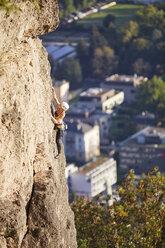 Austria, Innsbruck, Hoettingen quarry, woman climbing in rock wall - CVF01013