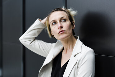 Portrait of pensive businesswoman looking up - GIOF04019