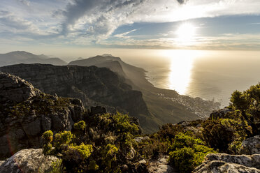 South Africa, Cape Town, Table Mountain, sunset above the sea - DAWF00685