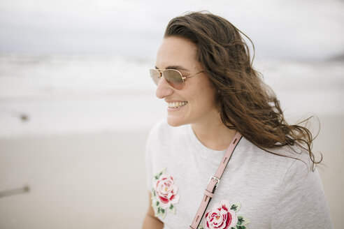 Portrait of happy woman on the beach - DAWF00691