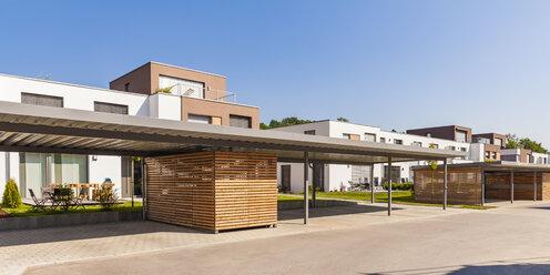 Germany, Bavaria, Neu-Ulm, Thalfingen, modern one-family houses, efficiency houses, carport - WDF04778