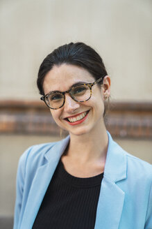 Portrait of a young businesswoman, wearing glasses - KKAF01273