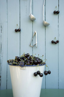 Bucket full of cherries - GISF00345