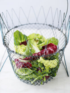 Wire bowl of mixed salad - CUF43687