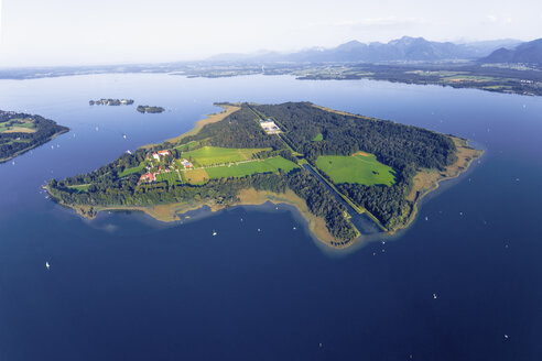 Germany, Bavaria, Chiemsee, Aerial view of Herreninsel, Krautinsel and Frauenchiemsee - MMA00454