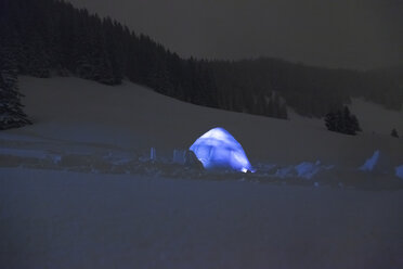 Illuminated igloo at night - MMAF00465