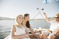 Man, woman and their blond teenage daughter on a sail boat. - MINF03874