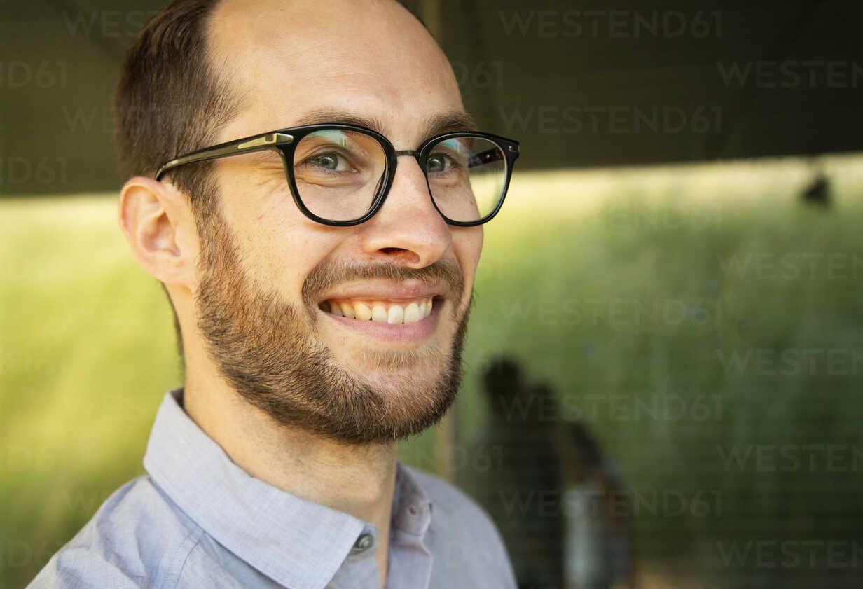 Portrait of smiling businessman wearing glasses - NGF00479 - Nadine Ginzel/Westend61