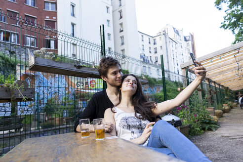 Young couple taking a selfie at an outdoor bar - AFVF01230