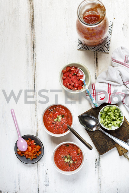 Two bowls of Gazpacho and bowls of toppings - SBDF03724 - Susan Brooks-Dammann/Westend61